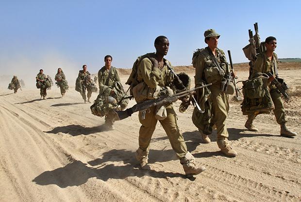 Meghurcolják az izraeli katonákat az EgyesültKirályságban