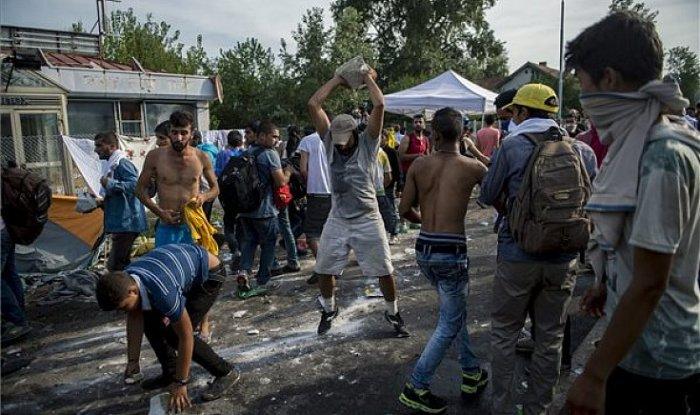 Határon túli magyar, takarodj! Refugees welcome!